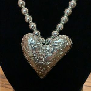 Jewelry - Silver Toned Heart Necklace